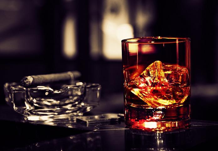 В России хотят запретить сцены курения в кино и признать алкогольное опьянения,  отягчающим обстоятельством
