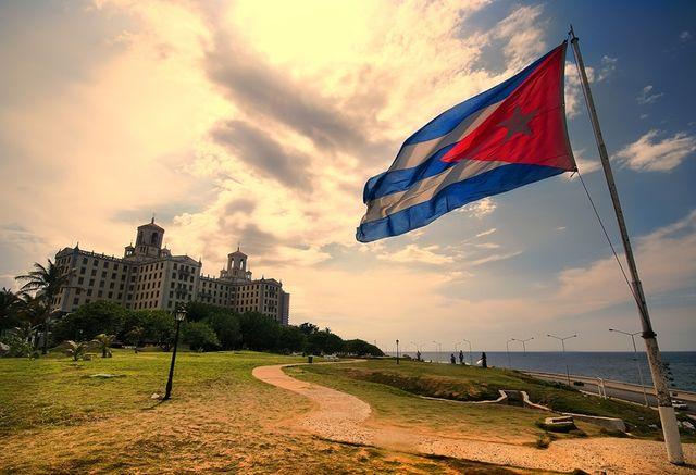 Кубинские коммунисты разрешили своим гражданам получить загранпаспорта.