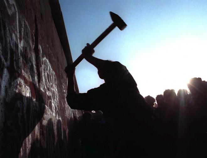 Германия вновь рушит Берлинскую стену.