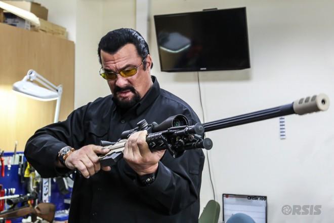 Правительство России знает, кто убедит американцев стрелять с их оружия