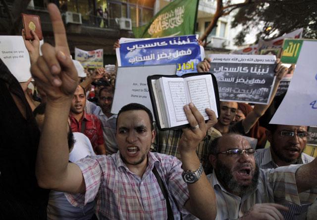 Египетская газета выпустила карикатуры на жителей Запада.
