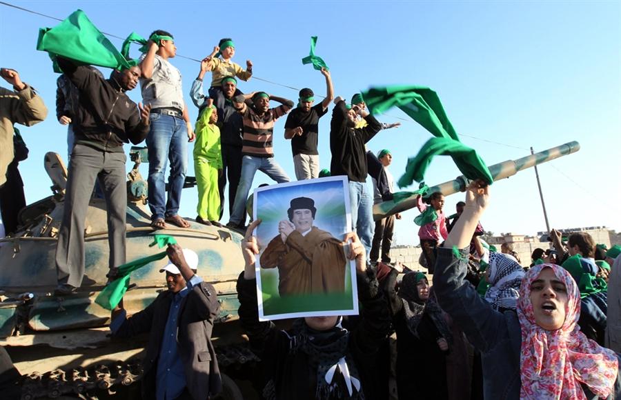 Сторонники Кадаффи отомстили, повстанцу, который эго поймал.
