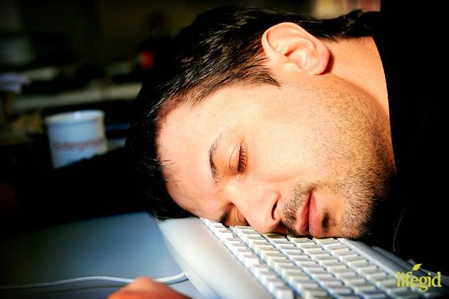 Ученые рассказали, почему треть своей жизни человек должен спать ночью в полной темноте.