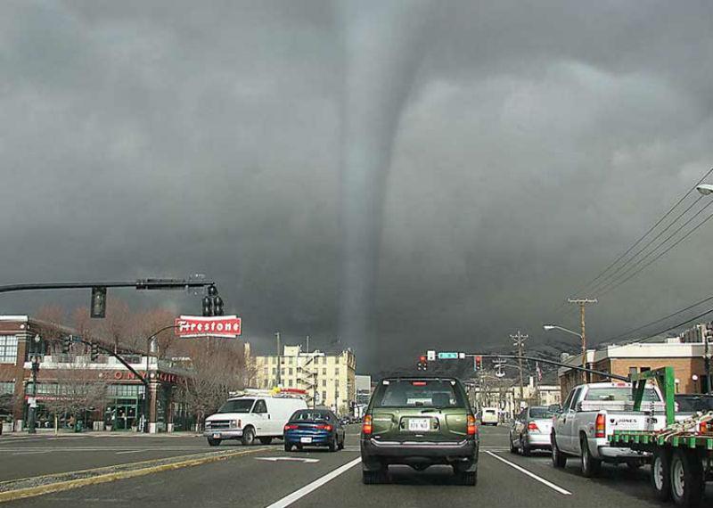1306306268_tornado1