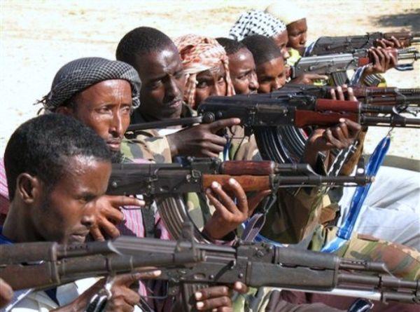 Войска Сомали готовятся к сражению с боевиками.