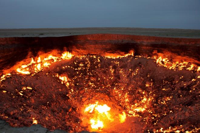 Кратер Дарваза: вечный огонь среди песков пустыни