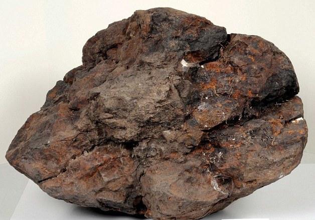 песках Сахары обнаружили марсианский метеорит с водой.