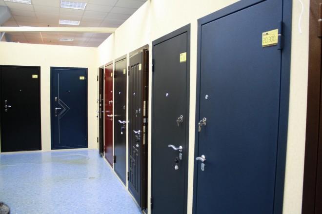 1366562023_kak-vybrat-metallicheskie-dveri