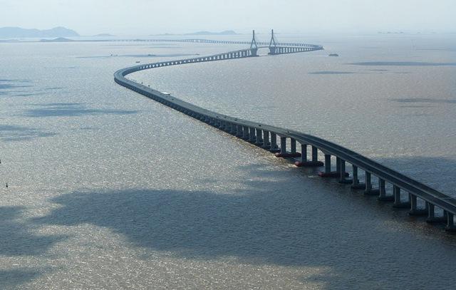Китай пустил линию метро под самую длинную реку Евразии