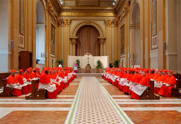 Ватикан встретил последнего кардинала и готов выбирать нового Папу.