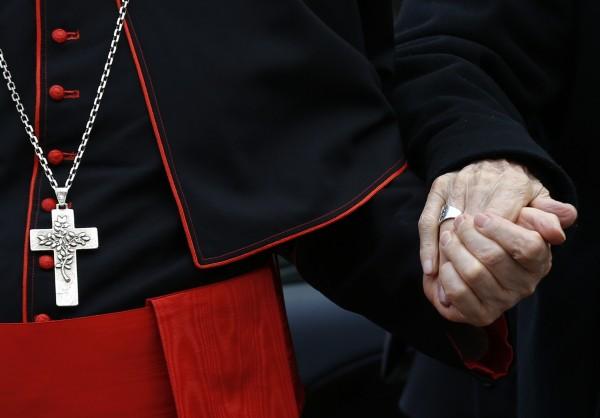 С блокирование телефонов и молитвы в Ватикане начинается конклав