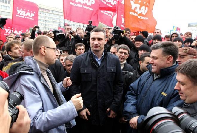 Кто из оппозиционеров пожертвует креслом президента, и возглавит Киев