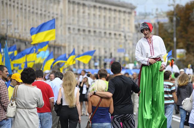 Исследования: Каждый третий украинец готов идти протестовать, верит в приметы и нуждается в помощи психиатра.