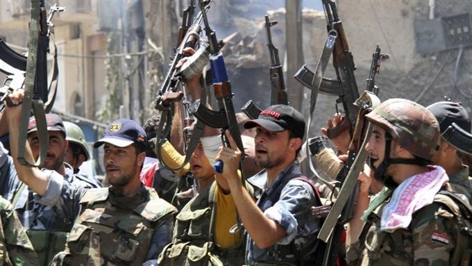 Сирийская оппозиция захватила  главный аэропорт и военную базу, а власти расстреляют беженцев.