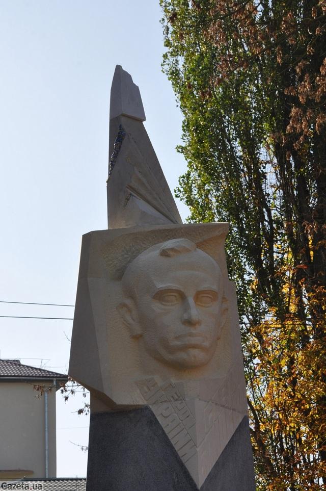 В Украине продолжается война с уничтожения памятников
