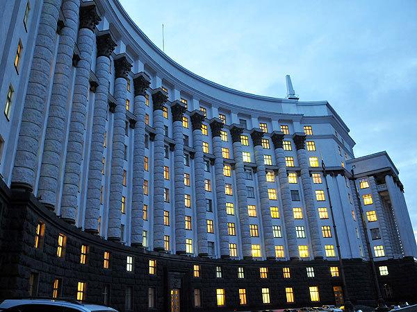 Чтобы встретится с Азаровым, депутатам придется во многом себе отказать