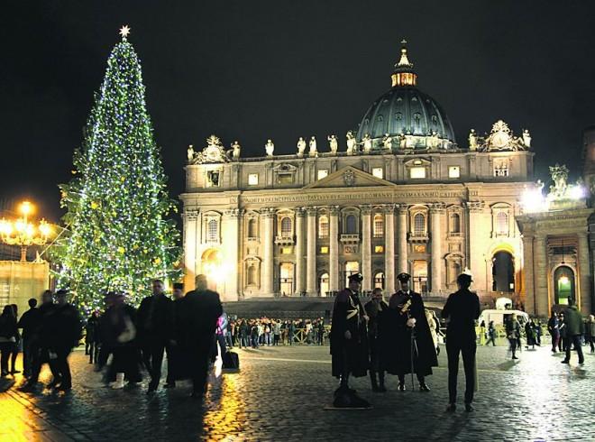Папа Римский приготовил Ватикан и весь мир к Рождеству Христовому.