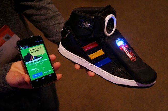 Adidas и Google создали умную обувь
