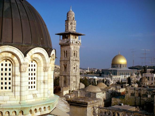 Российские евреи из списка Forbes  идут пустыней следами Моисея