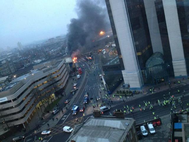За штурвалом вертолета разбившегося в центре Лондона был известный пилот.