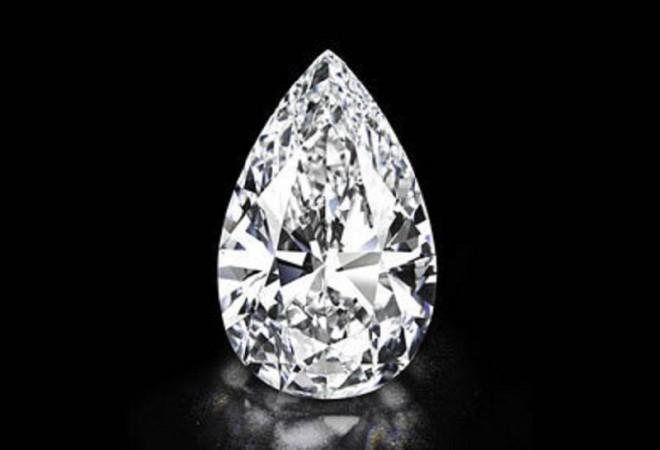 Крупнейший в мире бриллиант ушел с молотка за 30,6 миллионов долларов