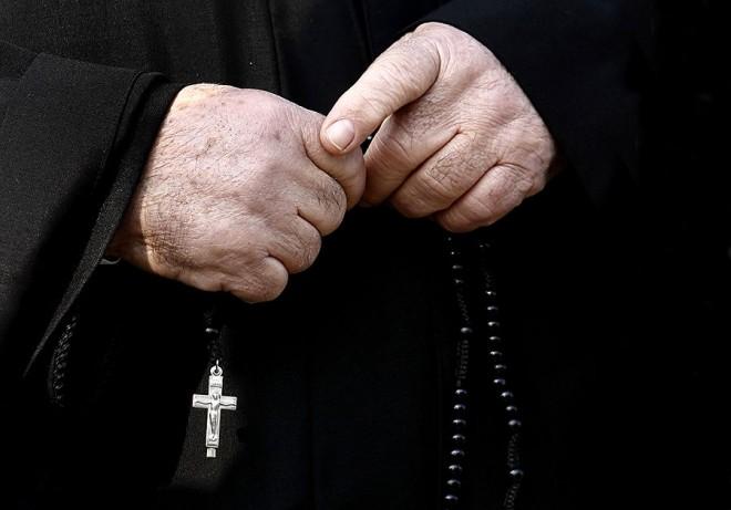 Российская таможня задержала колумбийского священника с кокаином в желудке.