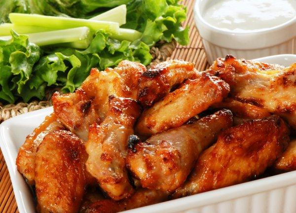 Как быстро и вкусно приготовить куриные крылышки.