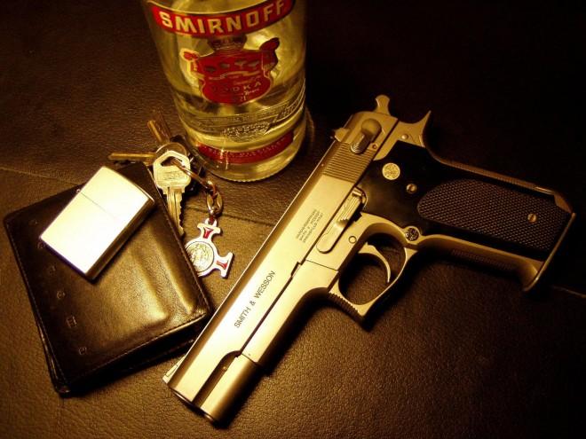 Американцы требуют от властей ограничить продажу оружия, а россияне самогона