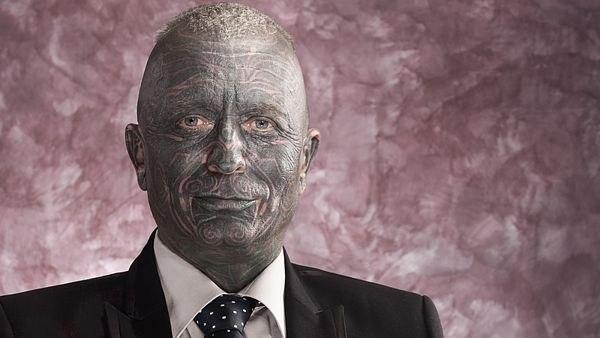 Лидер президентской гонки в Чехии профессор  носит пирсинг и на 90% покрыт татуировками