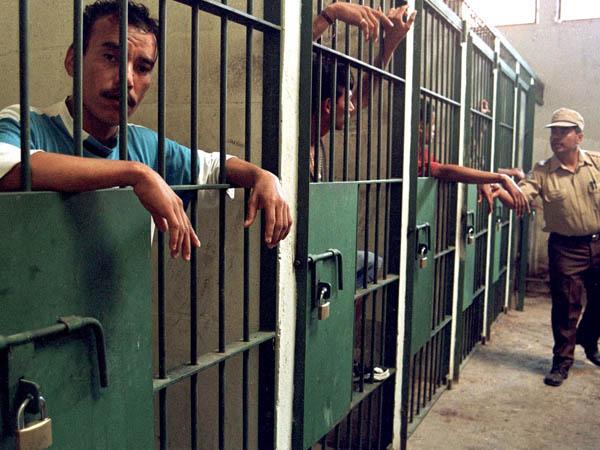 В Саудовской Аравии за успокоительное египтянина приговорили к порке плетью и пяти годам тюрьмы.