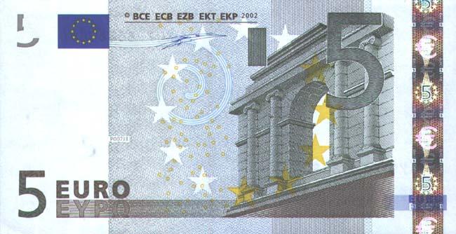 Новая банкнота в 5 евро толще, меняют цвет и ее невозможно подделать