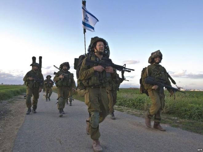 Израильские войска у границы с Сирией.