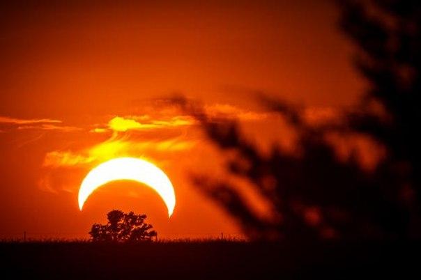 10 мая жители Земли смогут наблюдать очень редкое и опасное солнечное затмение.