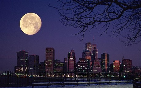 http://pro100news.info/wp-content/uploads/Moon_over_Manhatta_1843834c.jpg