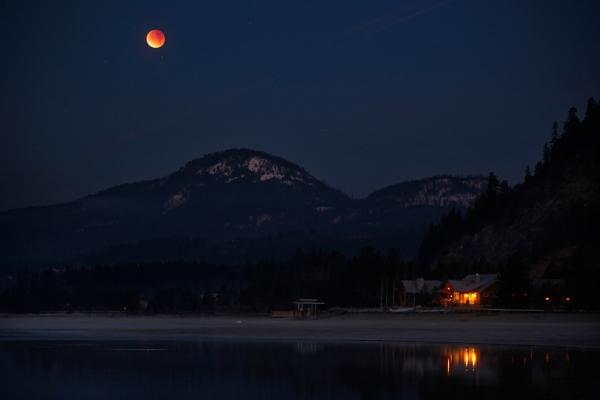 Магнитная буря  и четырехчасовое лунное затмение