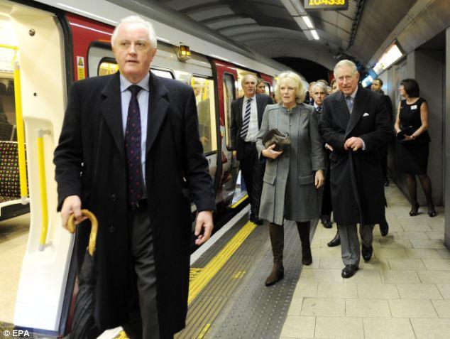 Принц Чарльз вместе с супругой, первые вместе побывали в метро