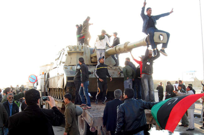 Ливийцы штурмовали  базу исламистов.