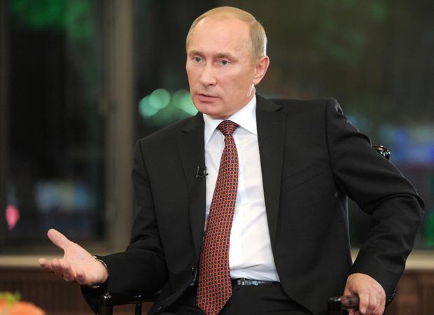 Путин со шпаргалкой в полдень подведет итого года.