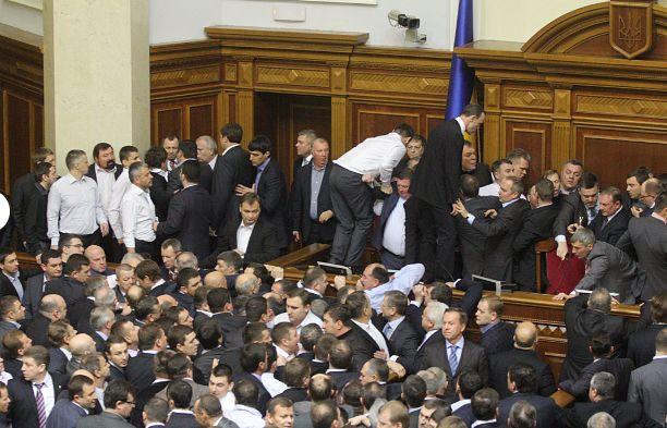 Партия Регионов»: «За срыв работы ВР нужно штрафовать или накладывать арест на имущество»