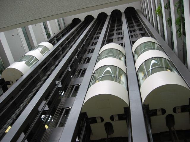 Очередной розыгрыш в лифте взорвал интернет. Видео