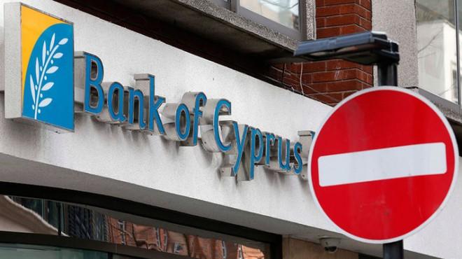 Валюту на Кипр доставляли на самолетах, а увести можно только 3 тысячи евро