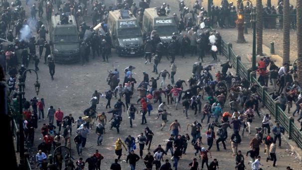 Египетские радикальные исламисты так боролись за победу на референдуме, что полиции пришлось эвакуировать консульства России и Украины