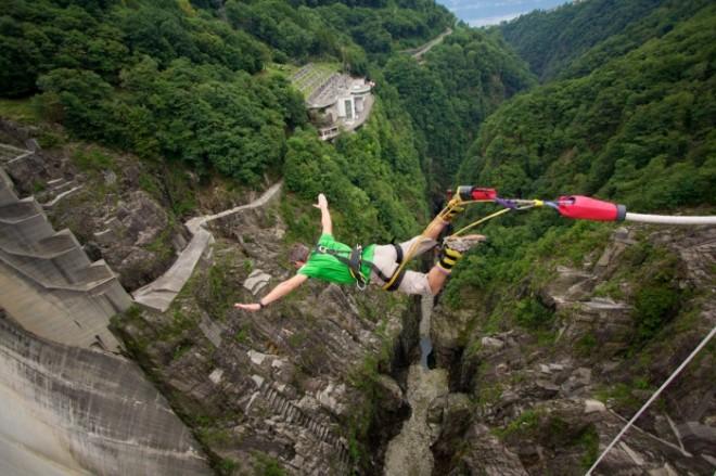 Где в мире самые высокие места для банджи-джампинга?