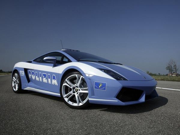 Автопарк полицейских в Дубае пополнят новые Lamborghini