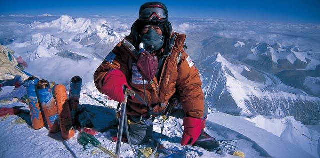 Японец, перенесший четыре операции на сердце, смог покорить Эверест в возрасте 80-лет.