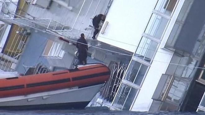 Мародеры разграбили  Costa Concordia