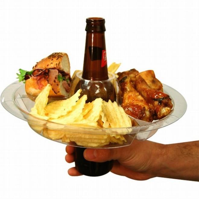 Закуски под пиво это особая статья, под которую уже давно отвели целый раздел в кулинарии. Удачно подобранные закуски не только порадуют гостей, но и подчеркнуть сам хмельной напиток. Но стоит запомнить несколько правил в выборе закусок к разным сортам пива.