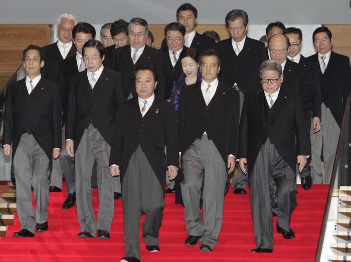 Правительство Японии ушло в отставку.