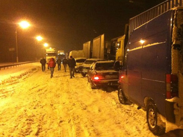 Международная трасса «Киев-Чоп» в снежном плену