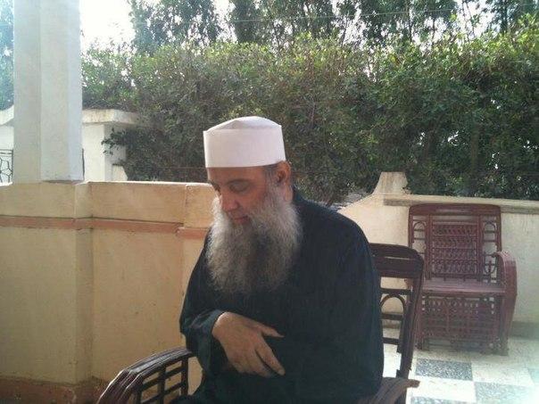 В Египте исламский проповедник,разорвал и сжег Евангелие
